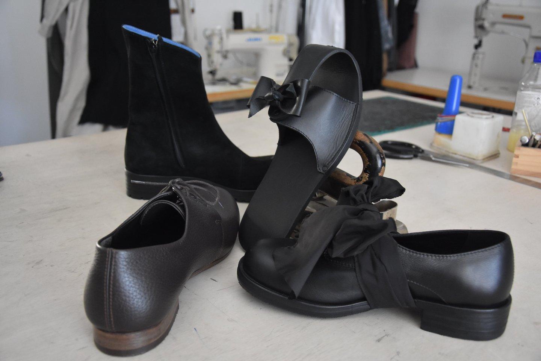 Latvio A.Runcio siūti batai nėra pigūs, poros kaina siekia ir 200, ir 350 eurų.<br>A.Srėbalienės nuotr.