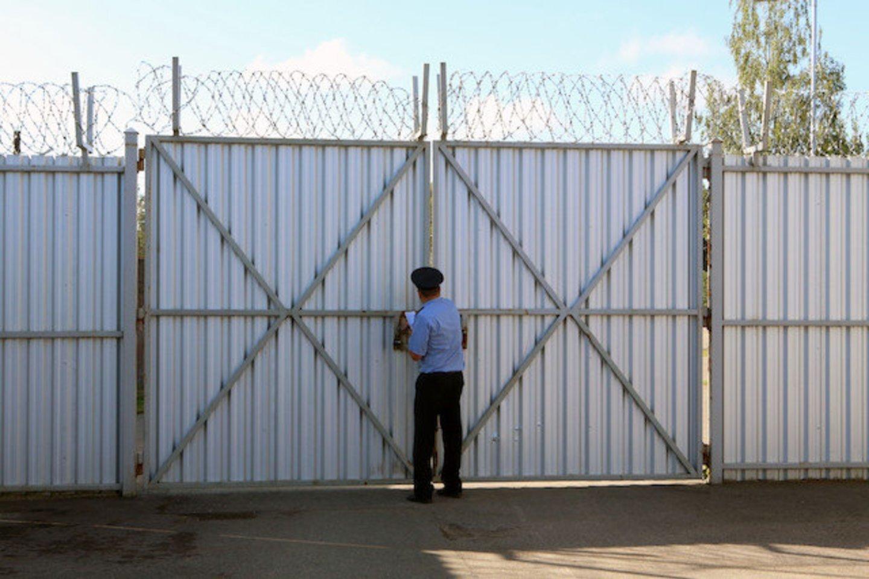 Po kratų Pravieniškių pataisos namuose buvo surengta spaudos konferencija, atskleisda daugiau detalių apie šioje įkalinimo įstaigoje dirbančių pareigūnų korupciją ir kitus galimus nusikaltimus.<br>M.Patašiaus nuotr.