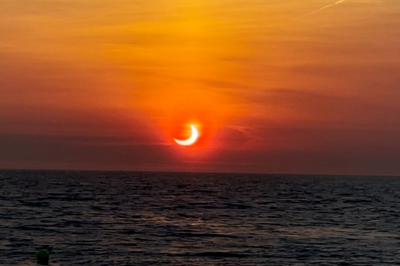 Dalinis Saulės užtemimas Niudžersyje, JAV.<br>Reuters / Scanpix nuotr.