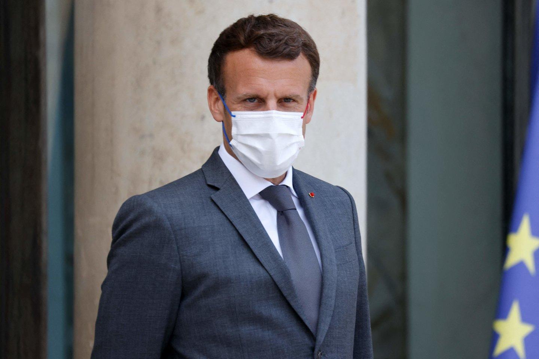 Antausį E. Macronui rėžęs vyras kalėjime praleis keturis mėnesius.<br>AFP/Scanpix nuotr.