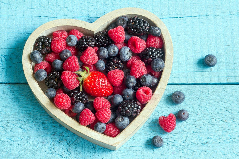 Dauguma uogų yra naudingos širdies veiklai bei padeda reguliuoti cholesterolio kiekį.<br>123rf nuotr.
