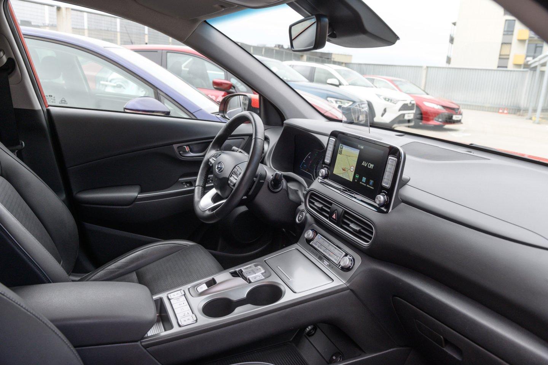 Elektromobiliai iš tikrųjų pradės dominuoti tik tada, kai jais bus užpildyta ir naudotų automobilių rinka.<br>V.Skaraičio nuotr.