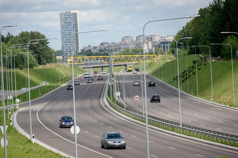 Vykstant viaduko statybos darbams virš Vilniaus vakarinio aplinkkelio, Vilniaus miesto savivaldybės planuose buvo įrengti prieigas prie Helsinkio ir Talino gatvių.<br>D.Umbraso asociatyvi nuotr.