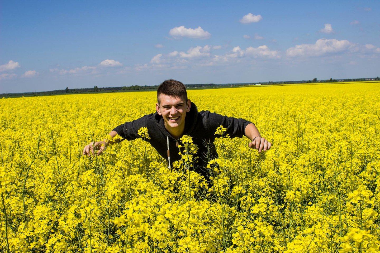 """Daugiau kaip 10 tūkstančių sekėjų turintį blogerį, Vytauto Didžiojo universiteto Žemės ūkio akademijos magistrantą Igną Koženiauską galėtume pelnytai vadinti savo sektoriaus ambasadoriumi, skeptikams """"YouTube"""" video platformoje pristatančiu naują Lietuvos agroverslo realybę."""