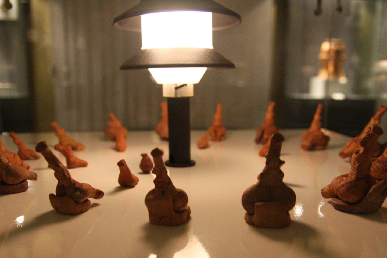 Kukutenio-Tripolės kultūros molinės figūrėlės.<br>Wikimedia commons