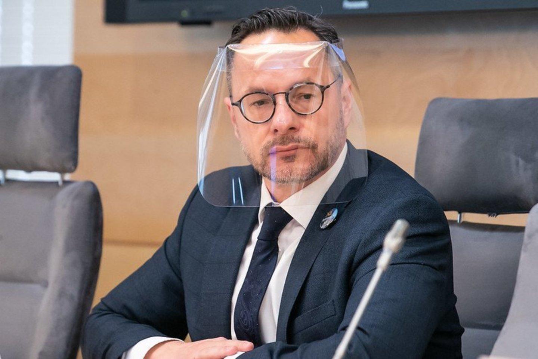 Seimo Užsienio reikalų komiteto pirmininkas Žygimantas Pavilionis ironiškai tvirtino, jog didžiuojasi, kad Kremlius kaip taikinį pasirinko būtent jį.<br>Seimo kanceliarijos archyvo nuotr.