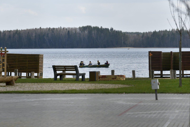 Visagino ežeras ir jo pakrantė.<br>V.Ščiavinsko nuotr.