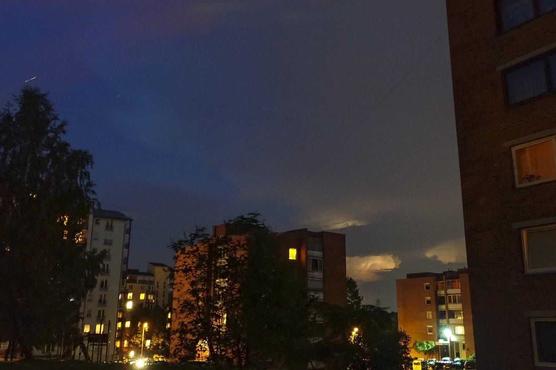 Savaitgalis pasitiks su lietumi ir perkūnija<br>V.Ščiavinsko nuotr.