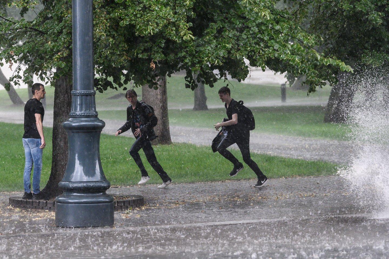 Savaitgalis pasitiks su lietumi ir perkūnija<br>V.Skaraičio nuotr.