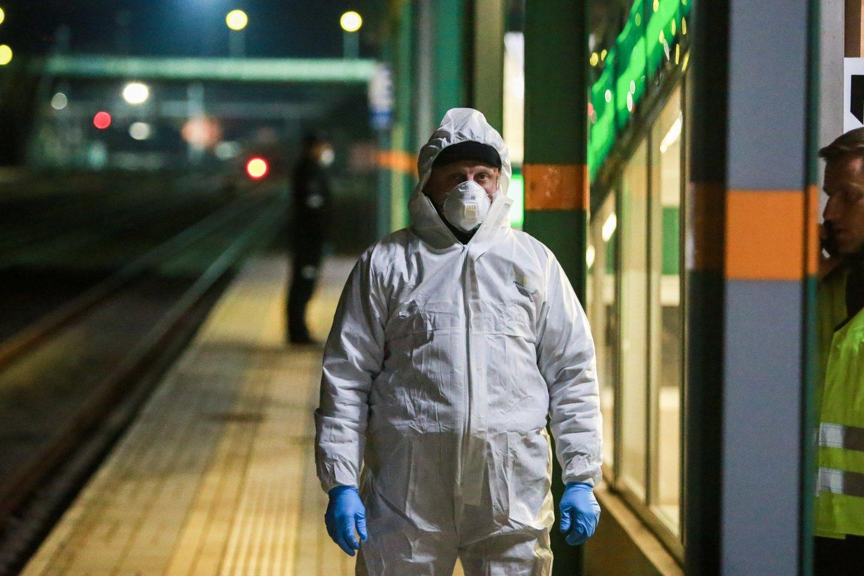 Baiminamasi, kad per Baltarusiją į Lietuvą plūstantys migrantai gali atnešti į šalį ir pavojingą COVID-19 viruso atmainą.<br>G.Bitvinsko nuotr.