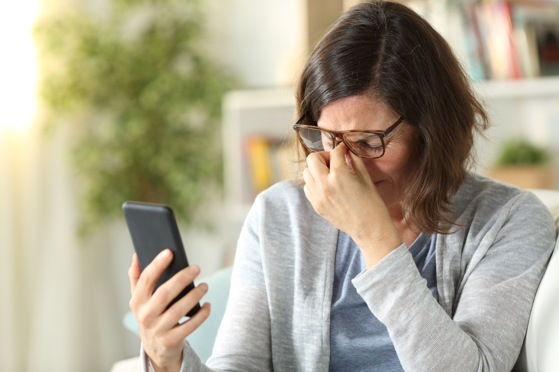 Išsausėjusios, skaudančios, ašarojančios akys, suprastėjęs regėjimas – tai tik dalis simptomų, kuriuos pastaruoju metu vis dažniau Lietuvos gyventojai išsako specialistams.<br>123rf nuotr.
