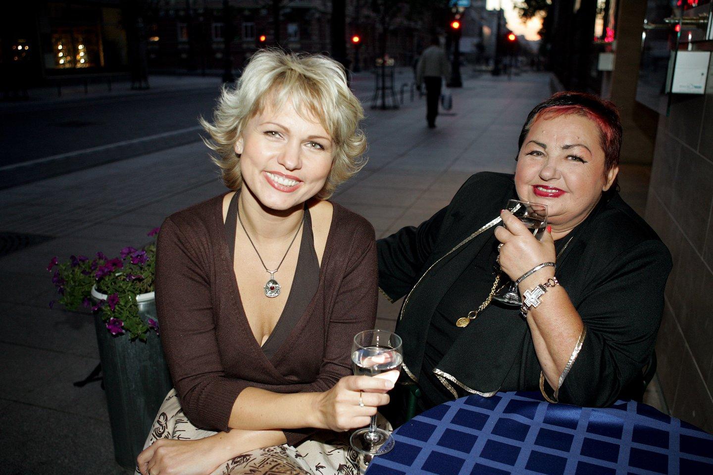 Dainininkė Birutė Dambrauskaitė ir Regvita Macdonald.<br>M.Juknevičiūtės nuotr.