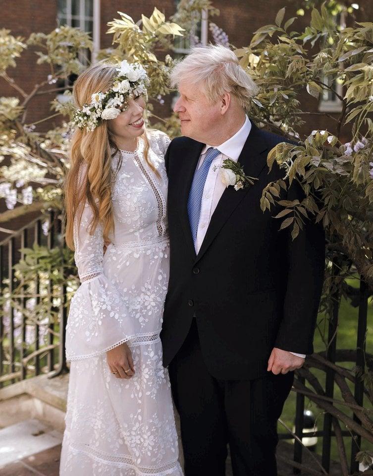 Jungtinės Karalystės ministras pirmininkas Borisas Johnsonas (56 m.) slapta vedė sužadėtinę Carrie Symonds (33 m.).<br>Scanpix nuotr.