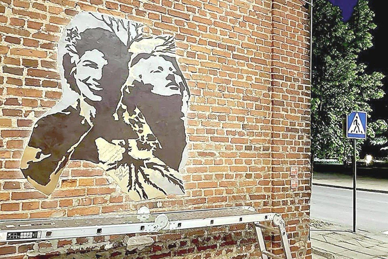Varėnos rajono miestelio bendruomenės namų sieną papuošė menininko A.Raugevičiaus piešinys, įprasminantis lietuvių, lenkų ir žydų kultūros paveldą.