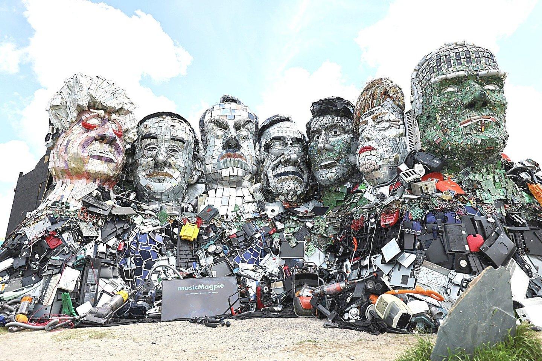 """Didžiojo septyneto (G7) viršūnių susitikimo proga iškilo """"Mount Recyclemore"""".<br>""""Reuters""""/""""Scanpix"""" nuotr."""
