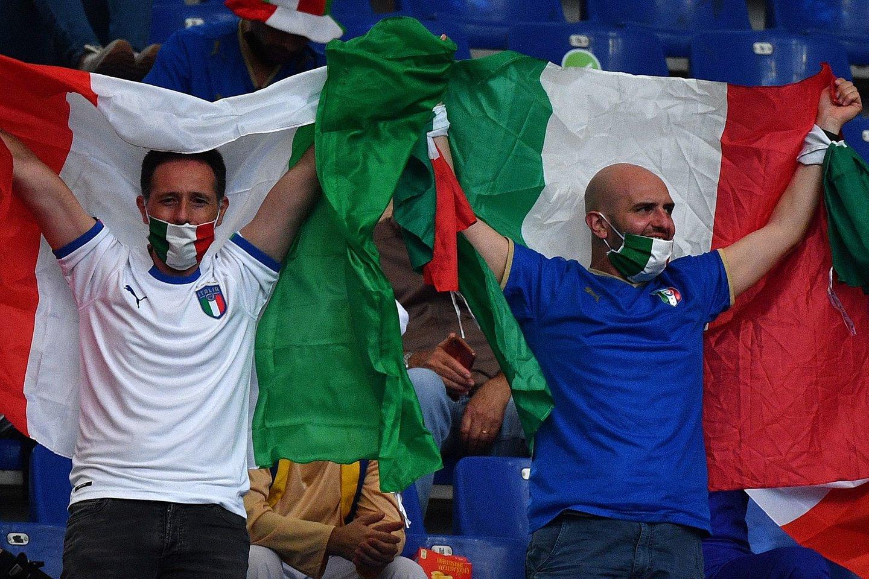 Italijos rinktinės sirgaliai.<br>AFP/Scanpix nuotr.