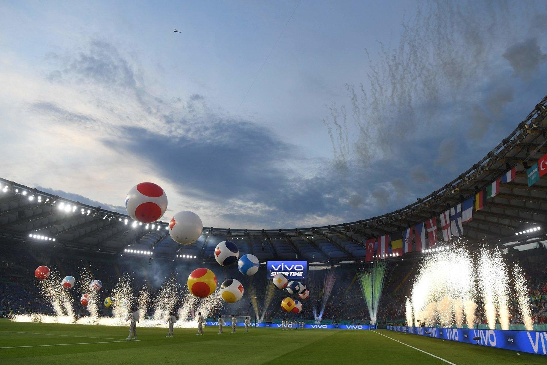 Romos stadiono spalvos.<br>AFP/Scanpix nuotr.