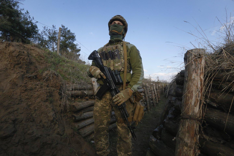 Kijevas pranešė, kad per apšaudymą žuvo vienas jam ištikimų pajėgų karys.<br>AP/Scanpix nuotr.