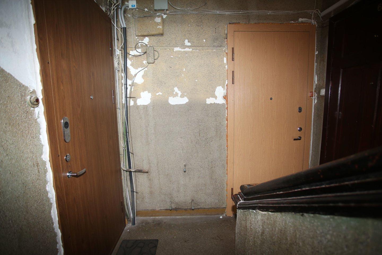 G.Počiuipienė nenori mokėti už radiatorių įrengimą laiptinėje, nes ekspertai nustatė, kad šilumos užteks.<br>M.Patašiaus nuotr.
