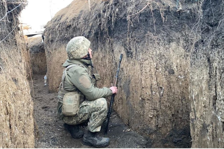 Ukrainiečių karys pozicijose šalia Donecko oro uosto.<br>Karių nuotr.