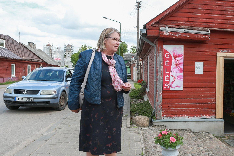 Jiezno gyventoja B.Neimanienė tvirtino, kad problemų dėl pabėgėlių neturi.<br>G.Bitvinsko nuotr.