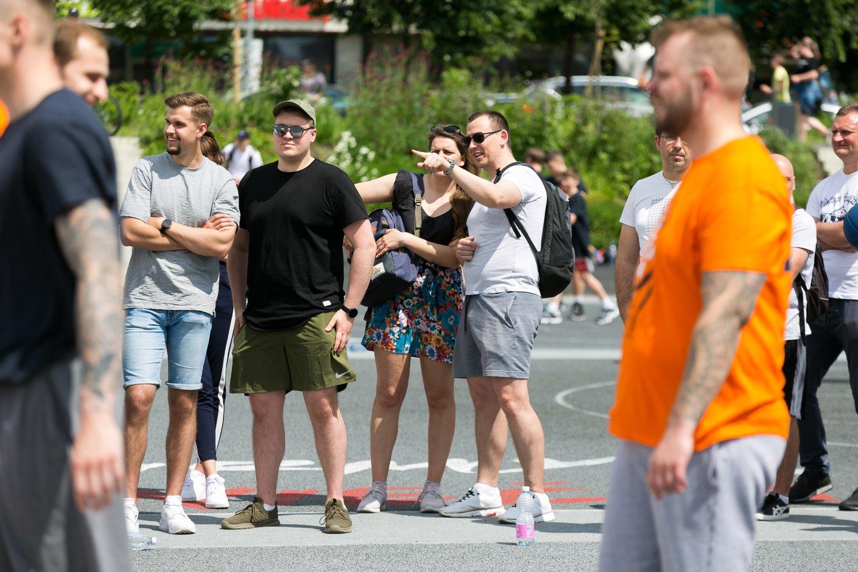 Turnyre 3x3 dalyvavo ne tik pats Rimantas Kaukėnas, bet ir Saulius bei Mindaugas Kuzminskai, Arvydas Šikšnius, Tadas Klimavičius, televizijos laidų vedėjas Mindaugas Rainys.<br>T.Bauro nuotr.