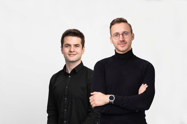 """Kristijonas Vasiliauskas ir Džiugas Lukas Eidukas.<br>""""Robotikos akademijos"""" nuotr."""