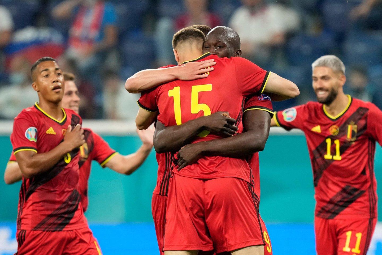Belgijos futbolininkai šventė užtikrintą pergalę.<br>AFP/Scanpix nuotr.