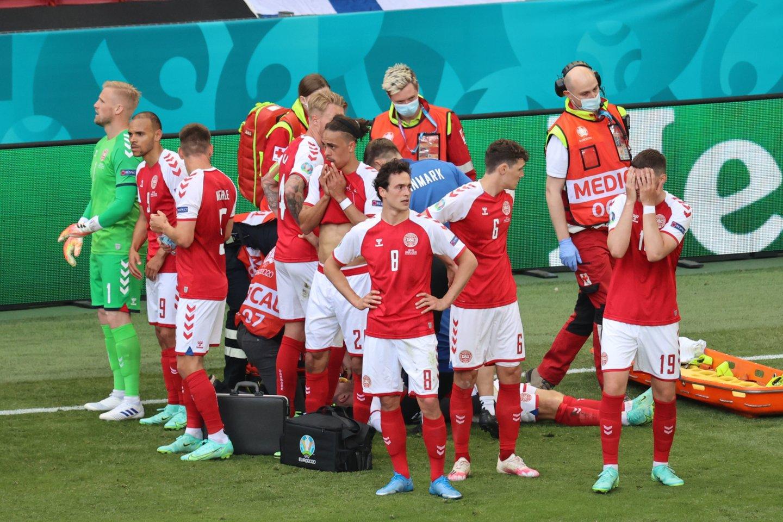 Danijos ir Suomijos sustabdytų rungtynių akimirkos.<br>Reuters/Scanpix nuotr.