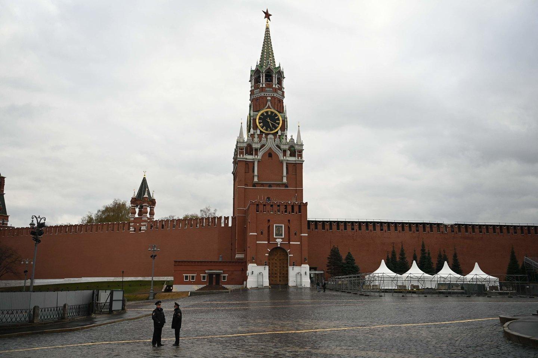 Maskvos meras Sergejus Sobianinas pranešė, kad nuo koronaviruso pasiskiepiję Rusijos sostinės gyventojai dalyvaus loterijoje, kurios pagrindinis prizas yra automobilis.<br>AFP/Scanpix nuotr.