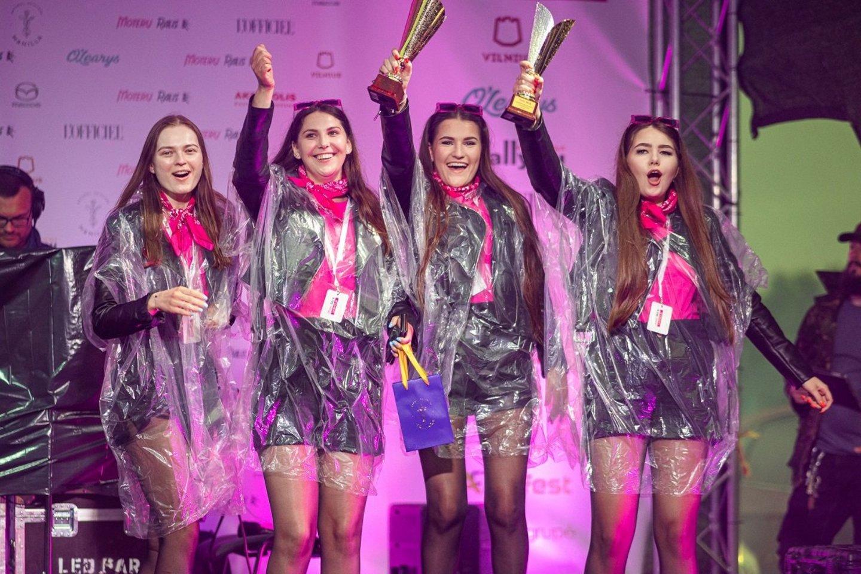 """Šalyje praūžė """"Moterų ralis"""": nugalėtojoms laimėti padėjo sėkmės talismanas.<br>Pr. siuntėjų nuotr."""
