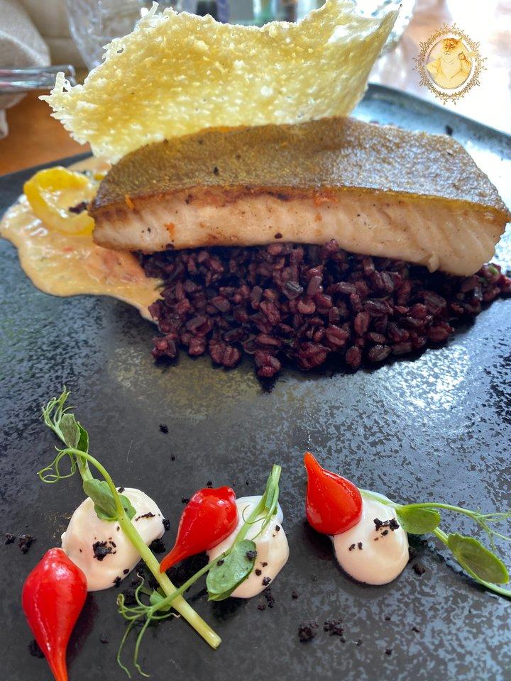 """Baras """"Senoji Hansa"""". Oto kepsnys su juodaisiais ryžiais – 15 eurų.<br>""""Riebus katinas"""" nuotr."""