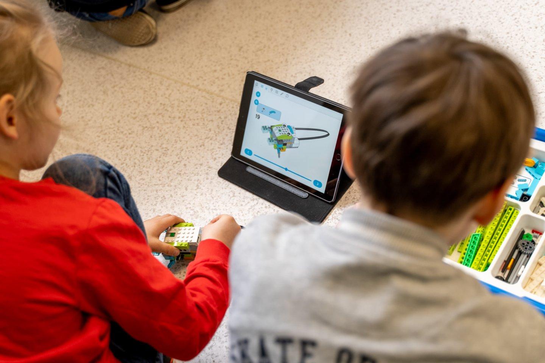 Net ir IT kompetencijos gali būti pradėtos ugdyti jau ikimokykliniame amžiuje.<br>Pranešimo spaudai nuotr.