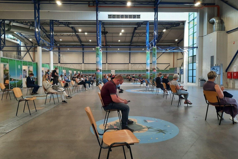 Nacionalinio kraujo centro (NKC) vakcinavimo turas per Lietuvą šią savaitę lankysis Jonavoje, Visagine, Klaipėdos rajone, Prienuose ir Šakiuose.<br>S.Žiūros nuotr.