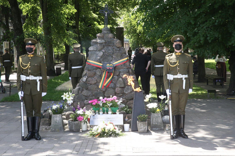 Lietuvoje pirmadienį minima Gedulo ir vilties diena – birželio 14-ąją prieš 80 metų šalį okupavę sovietai pradėjo masinius gyventojų trėmimus į Sovietų Sąjungos gilumą.<br>R.Danisevičiaus nuotr.