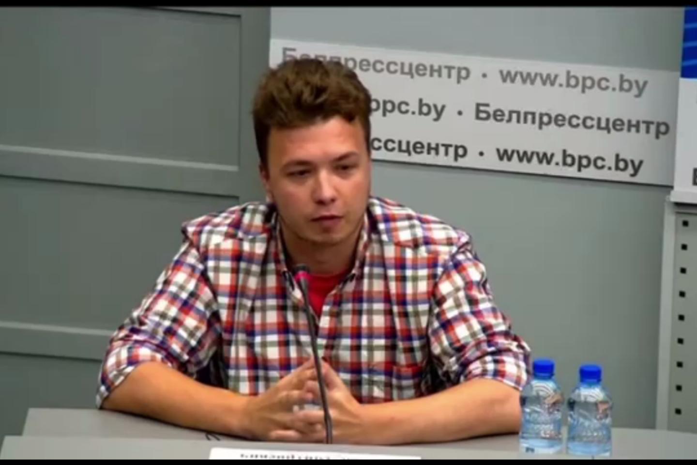 """Pasak Baltarusijos URM atstovo, pats R. Pratasevičiuus pareiškė norą dalyvauti.<br>""""Stop"""" kadras iš konferencijos."""