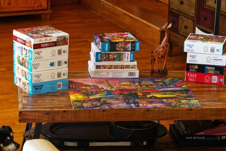 """Vaikų dienos centrus lankančių vaikų norų sąrašas labai platus – daugybė vaikų prašo stalo žaidimų, kuriuos galėtų žaisti visi kartu, kūrybinių piešimo ar lipdymo rinkinių, lauko pramogų, knygų ir kitų užsiėmimų.<br>""""Vaikų svajonės"""" nuotr."""