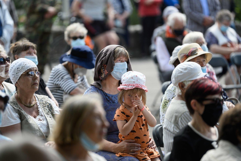 Pirmadienį aukos pagerbtos ir ceremonijoje prie Naujosios Vilnios geležinkelio stoties memorialo.<br>V.Skaraičio nuotr.