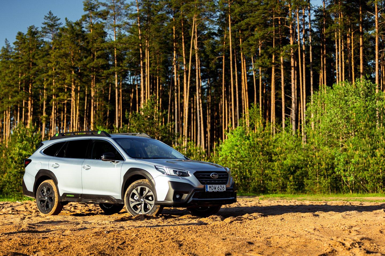 """""""Subaru Outback"""" atlieps visus aktyvaus laisvalaikio poreikius, o kasdieniame gyvenime leis džiaugtis komfortišku ir saugiu keliavimu tarp taško A, B, C ir visų kitų.<br>Tomo Krisiulevičiaus nuotr."""