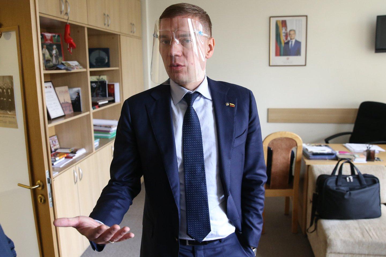 M.Puidokas po STT kratos aprodė savo kabinetą.<br>R.Danisevičiaus nuotr.
