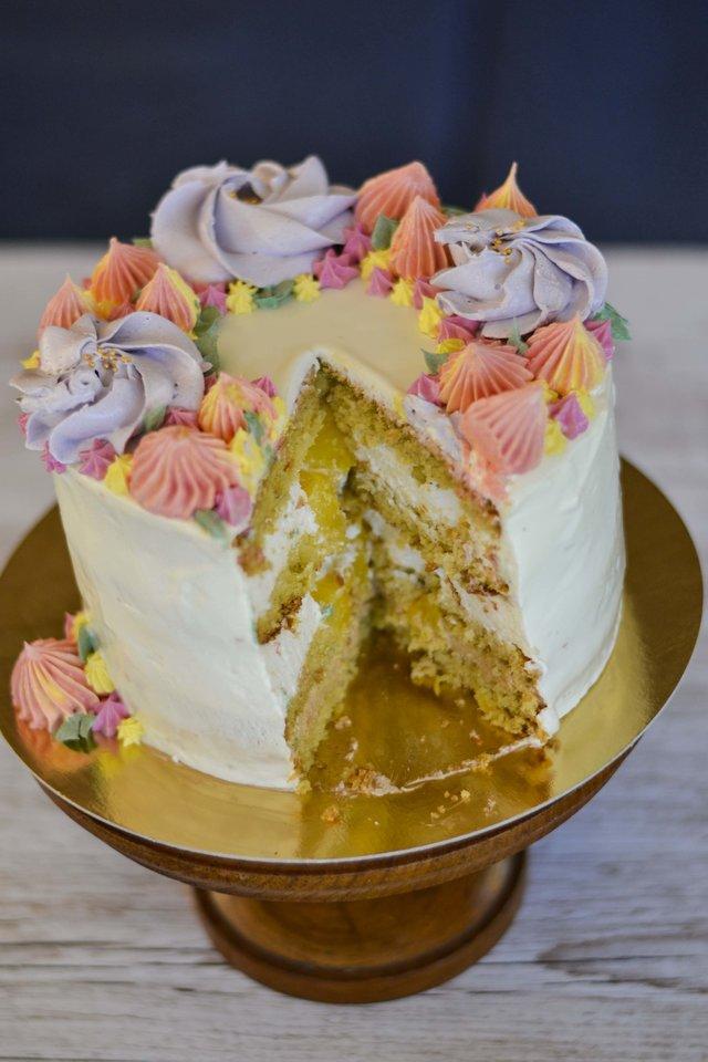 """Karolinos Sadovskienės pagamintas tortas """"Kolada"""".<br>Pranešimo nuotr."""