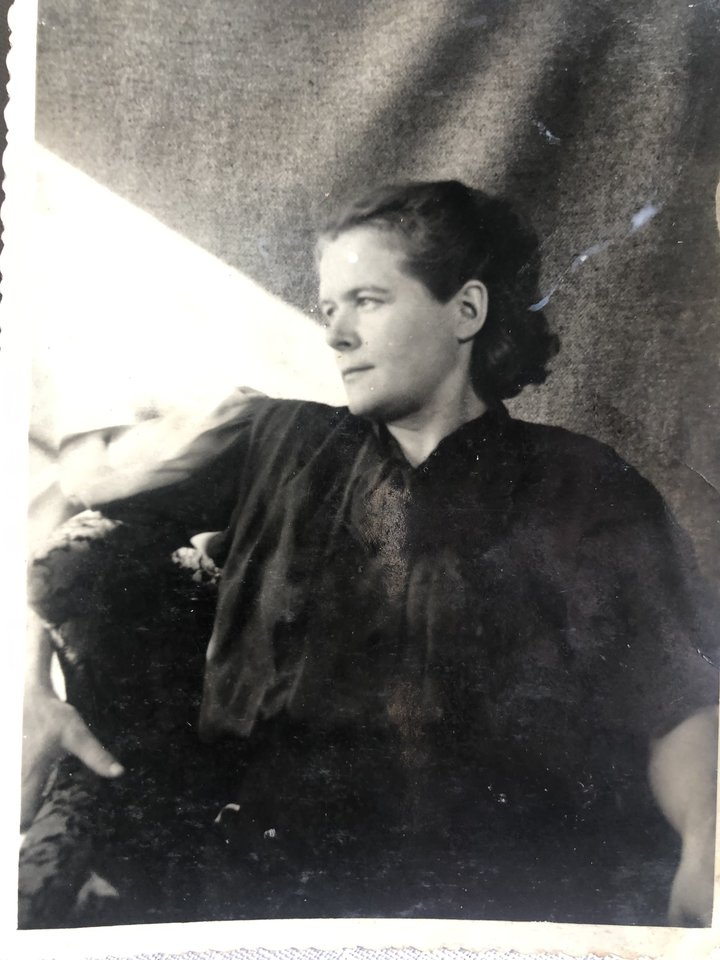 """Ponia Janina sako, kad ir sunkiais laikais stengdavosi neprarasti """"jumoro"""".<br>Asmeninio archyvo nuotr."""