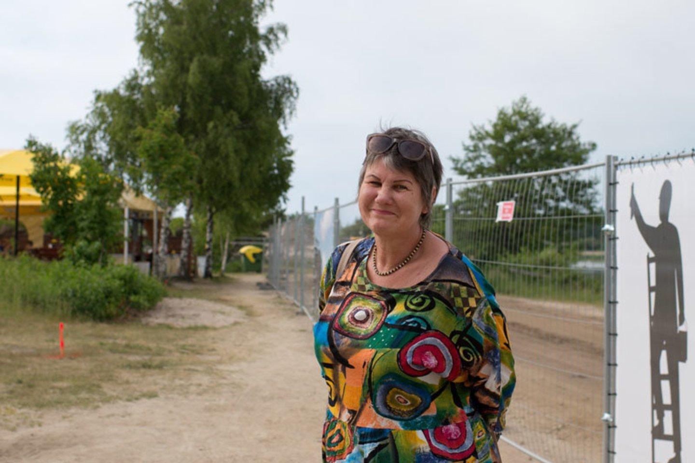 Ponia Audronė ves ekskursiją negalią turintiems žmonėms ir papasakos Šventosios istoriją.<br>V.Jurevičienės/ve.lt nuotr.