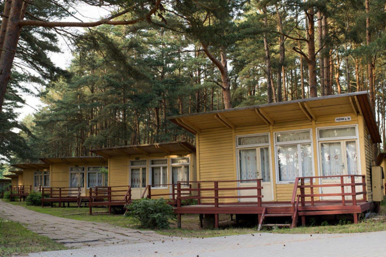 Kai kurie žmonės mėgsta tuos medinius Šventosios namelius ir vien dėl jų renkasi šį kurortą.<br>V.Jurevičienės/ve.lt nuotr.