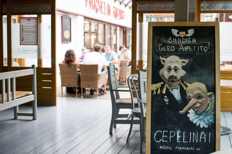 """Itin poilsiautojų mėgstamas restorano """"Paršelio rojus"""" patiekalas – cepelinai.<br>V.Jurevičienės/ve.lt nuotr."""