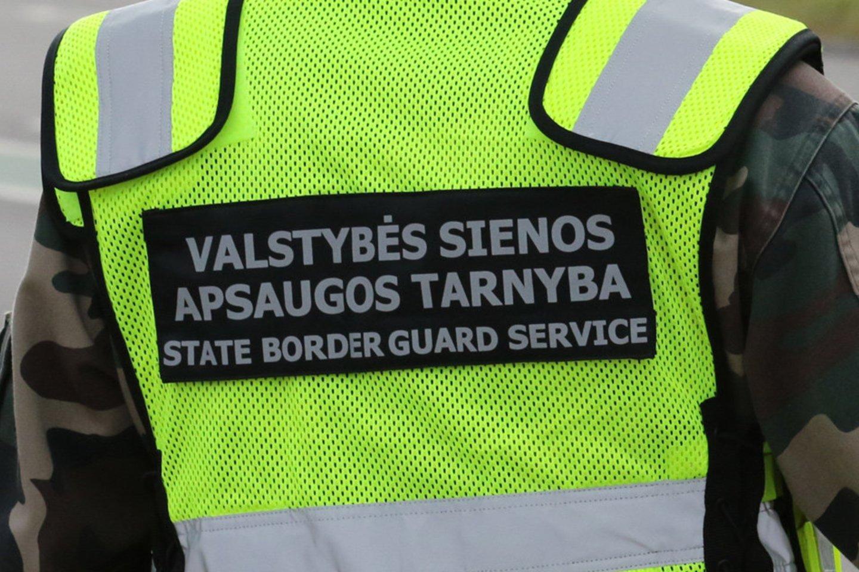 Kauno oro uoste pasieniečiai sulaikė teisėsaugos ieškomą panevėžietį.<br>VSAT nuotr.