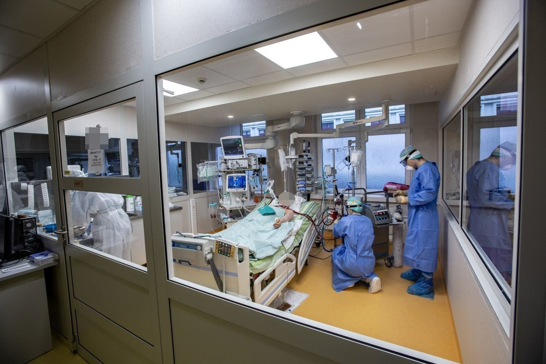 Lietuvos statistikos departamento antradienio žiniomis, Lietuvoje nuo pandemijos pradžios užfiksuota 277 942 COVID-19 atvejai, pagrindine mirties priežastimi naujasis koronavirusas tapo 4348 žmonėms.<br>V.Balkūno nuotr.