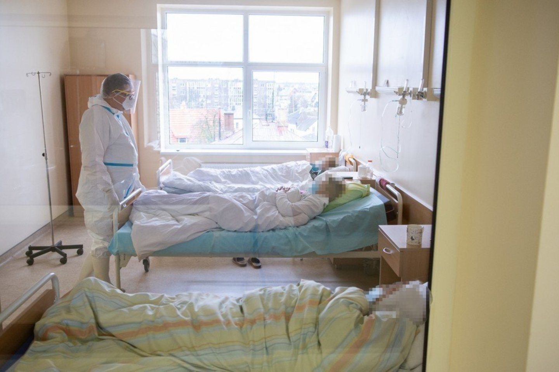 Lietuvos statistikos departamento antradienio žiniomis, Lietuvoje nuo pandemijos pradžios užfiksuota 277 942 COVID-19 atvejai, pagrindine mirties priežastimi naujasis koronavirusas tapo 4348 žmonėms.<br>R.Ančerevičiaus/jp.lt