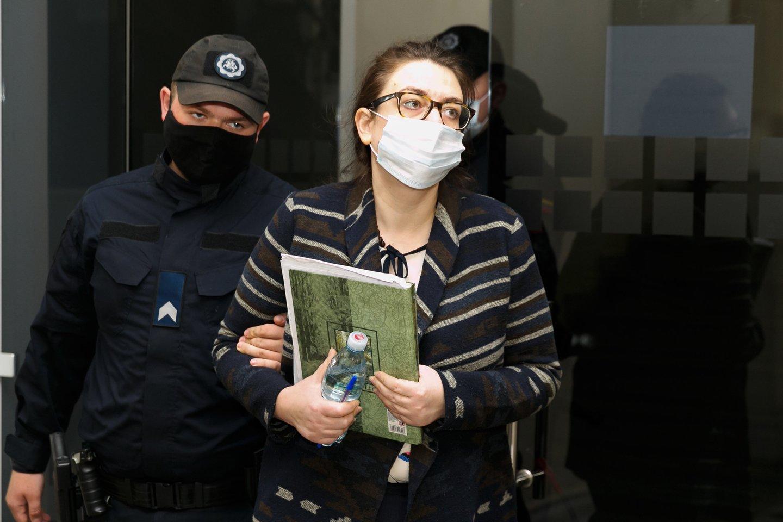 Iškart po žmogžudystės sulaikyta I.Žukauskaitė-Šakalienė bandė apsimesti, kad nesupranta kuo yra kaltinama.<br>T.Bauro nuotr.