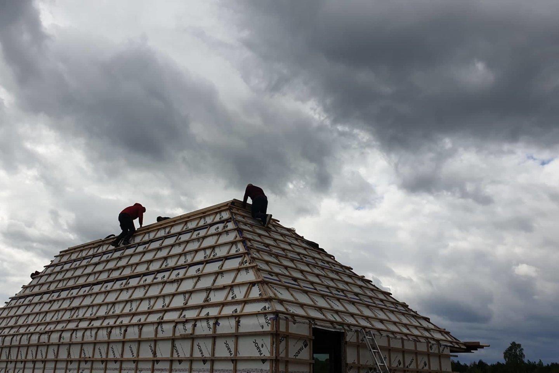 Statybų metu nutinka pačių įvairiausių nelaimių – statybininkų klaidos, ilgapirščių apšvarinti naujai kylantys būstai, gamtinių stichijų apgadintas turtas.